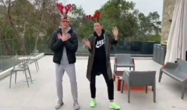 [VIDEO] Sinner y Sharapova juntos en el video de Navidad no muy afinados