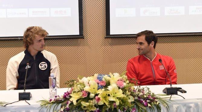 Zverev bromea con Roger Federer