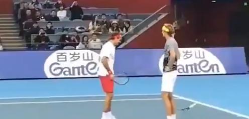 [VÍDEO] Federer falla una volea fácil y Zverev 'pierde la paciencia'