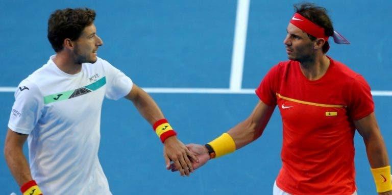 Rafael Nadal vuelve a la cancha para los dobles y elimina a Japón