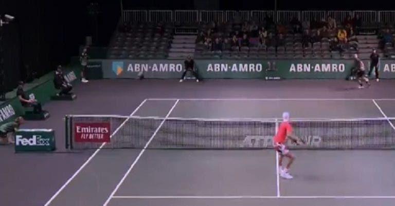 [VIDEO] Khachanov perdió, pero ganó un punto increíble en Róterdam