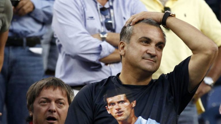 Padre de Djokovic molesto con el público en Australia por apoyar a Thiem