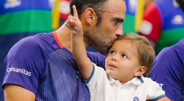 [VIDEO] Número dos del mundo en dobles entrena en casa con su hijo