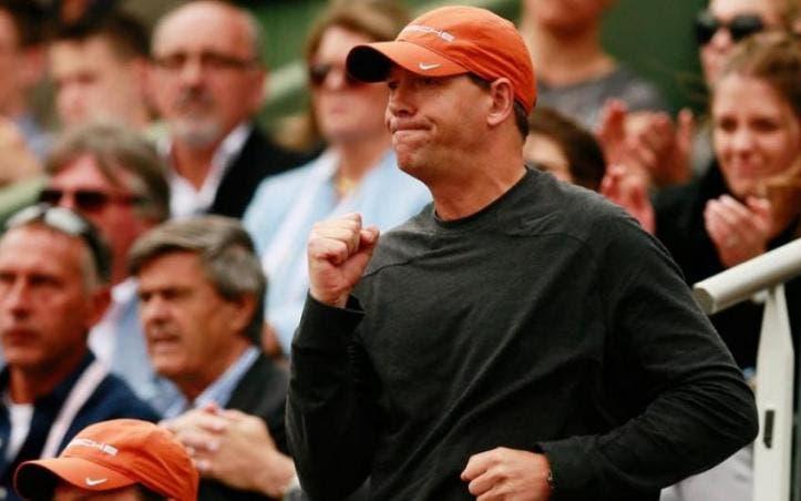 Exentrenador de Maria Saharapova insinúa que aplazamiento de Roland Garros gira en torno a Federer