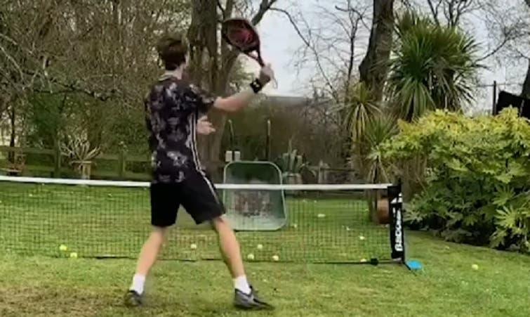 [VIDEO] En la cuarentena, los aficionados usan la creatividad para jugar al tenis