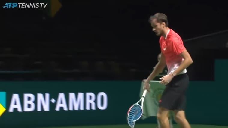 [VIDEO] ¡WOW! ¡Qué manera de destruir una raqueta!