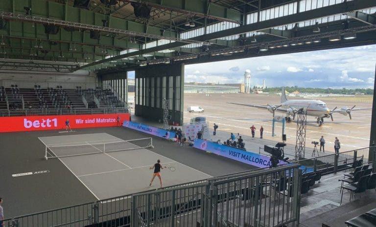 [FOTOS] Berlín recibe torneo en el hangar de un aeropuerto
