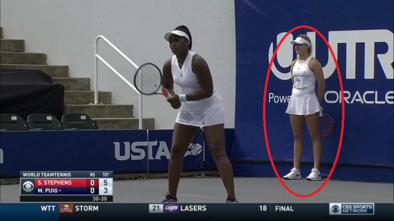Eugenie Bouchard hace de recogepelotas en el World Team Tennis