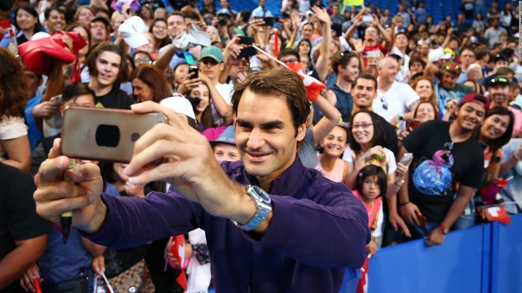 Federer dice que extraña a sus fanáticos, pero sabe que no podrá compartir con ellos como antes
