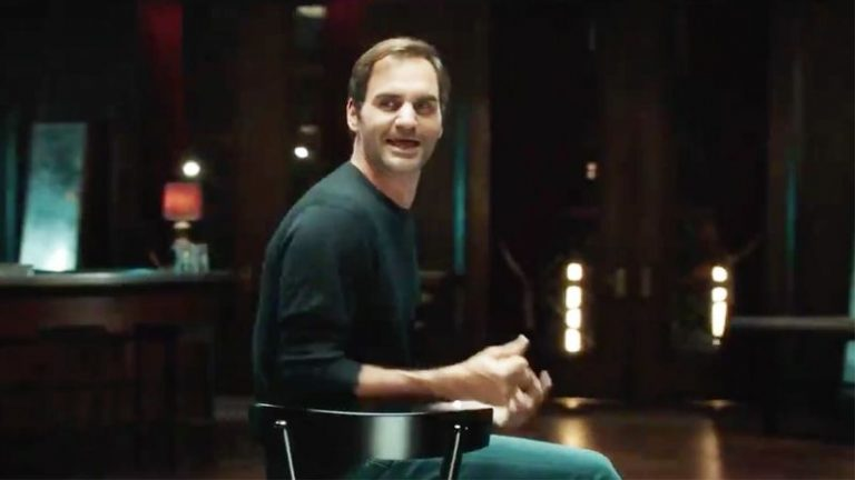 [VIDEO] Federer canta y baila canción de los Beatles en anuncio televisivo
