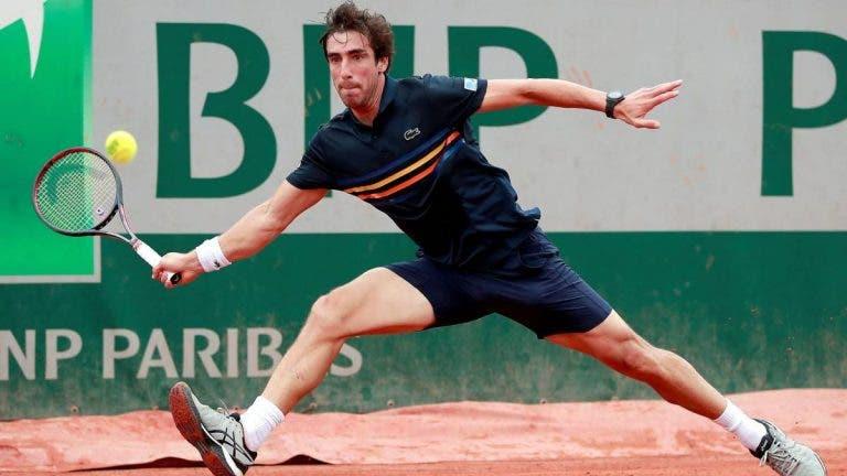 Cuevas cae ante Tsitsipas en la segunda ronda de Roland Garros