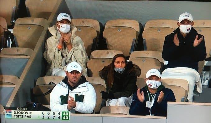 Esposa de Djokovic defiende a miembro del equipo del serbio