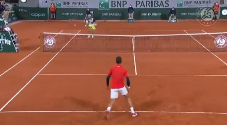 [VIDEO] Djokovic e Khachanov juegan el punto del día