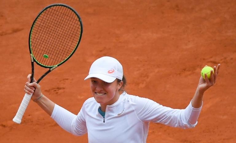 Swiatek, finalista de Roland Garros, no tiene patrocinio de raquetas